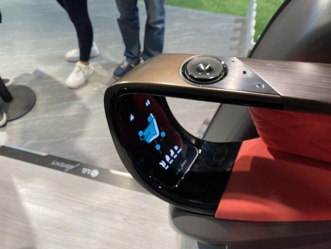 Nguyên mẫu về cách điều khiển ghế xe tự hành của LG (Ảnh: Tương lai)