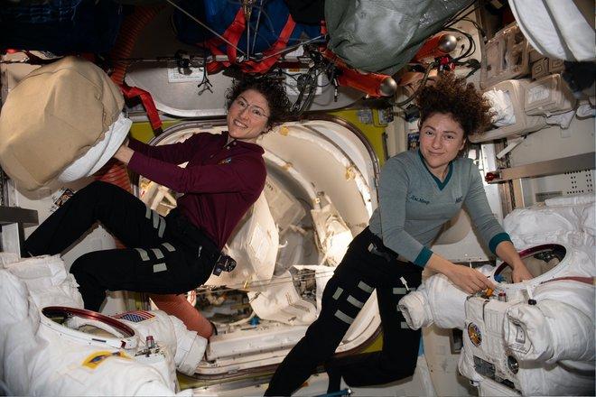 15 bức ảnh đáng kinh ngạc từ Trạm vũ trụ quốc tế 2