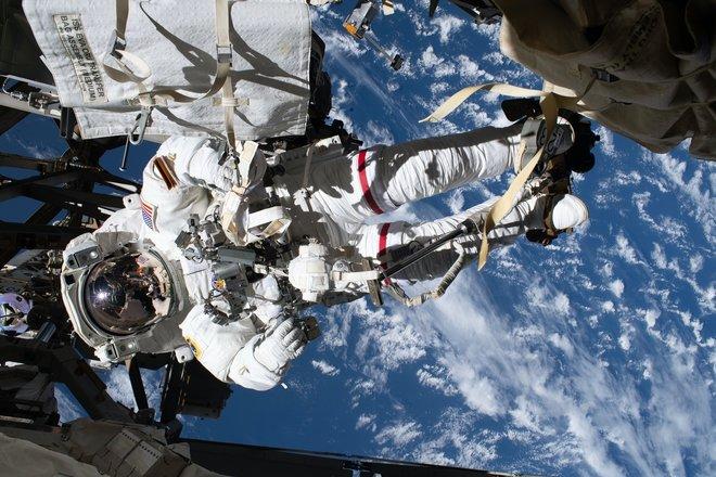 15 bức ảnh đáng kinh ngạc từ Trạm vũ trụ quốc tế 7