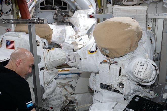 15 bức ảnh đáng kinh ngạc từ Trạm vũ trụ quốc tế 3