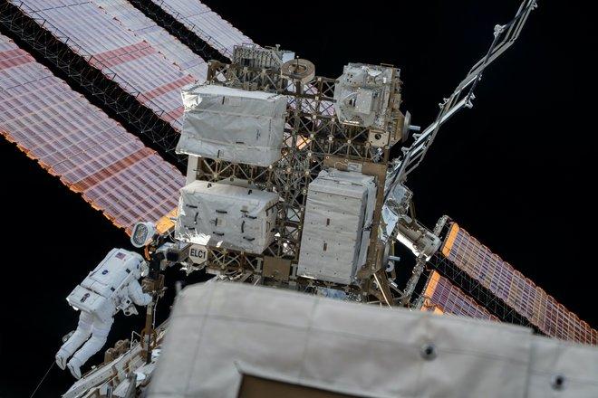 15 bức ảnh đáng kinh ngạc từ Trạm vũ trụ quốc tế 4