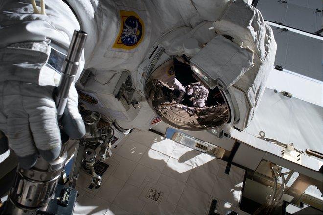 15 bức ảnh đáng kinh ngạc từ Trạm vũ trụ quốc tế 6