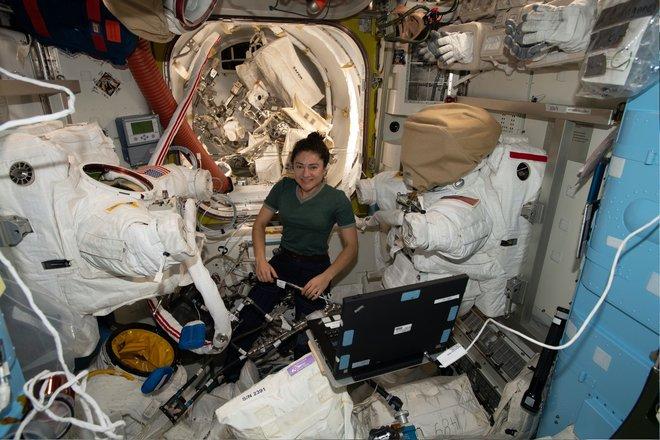 15 bức ảnh đáng kinh ngạc từ Trạm vũ trụ quốc tế 1