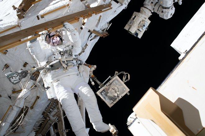 15 bức ảnh đáng kinh ngạc từ Trạm vũ trụ quốc tế 5