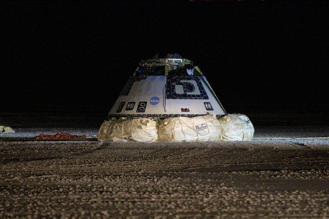 15 bức ảnh đáng kinh ngạc từ Trạm vũ trụ quốc tế 15