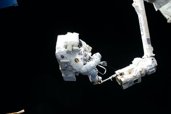 15 bức ảnh đáng kinh ngạc từ Trạm vũ trụ quốc tế 10
