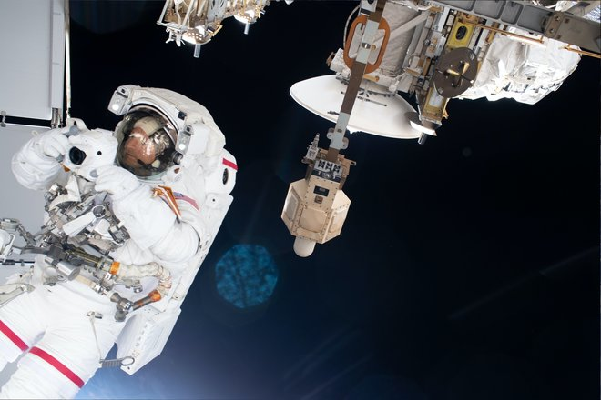 15 bức ảnh đáng kinh ngạc từ Trạm vũ trụ quốc tế 8