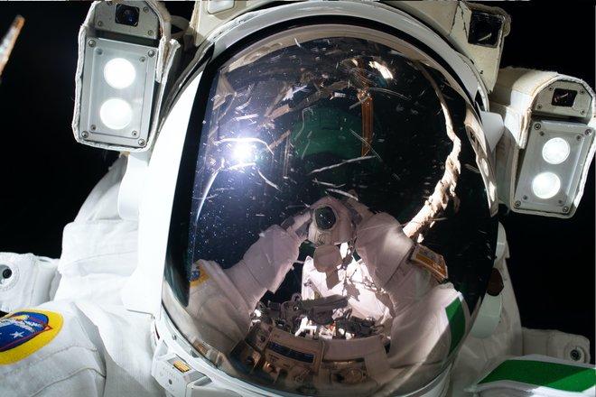 15 bức ảnh đáng kinh ngạc từ Trạm vũ trụ quốc tế 9