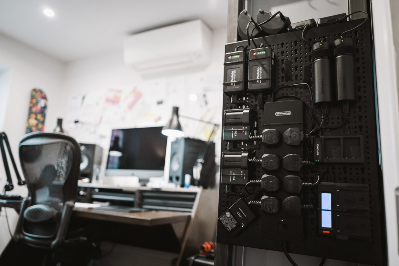 Cách tôi xây dựng một bảng sạc tùy chỉnh cho tất cả các pin máy ảnh của tôi 3