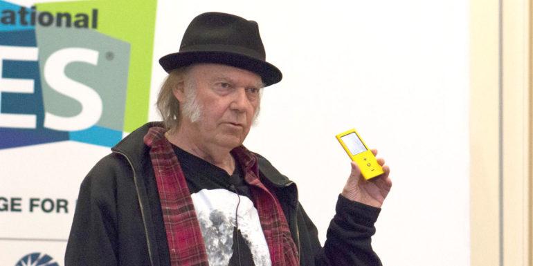 """MacBook Pro """"như m ** da"""", lời của Neil Young 4"""