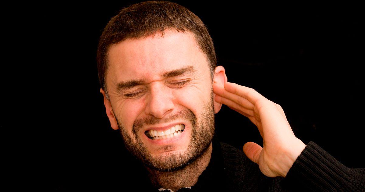 Người đàn ông gần như mất thính lực sau khi nụ bông bị cắm sâu vào tai 3