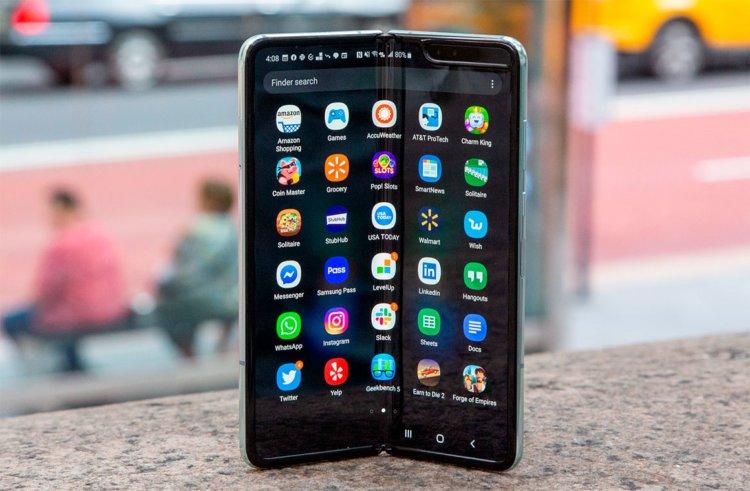 Tại sao không vội vàng mua điện thoại có thể gập lại 3
