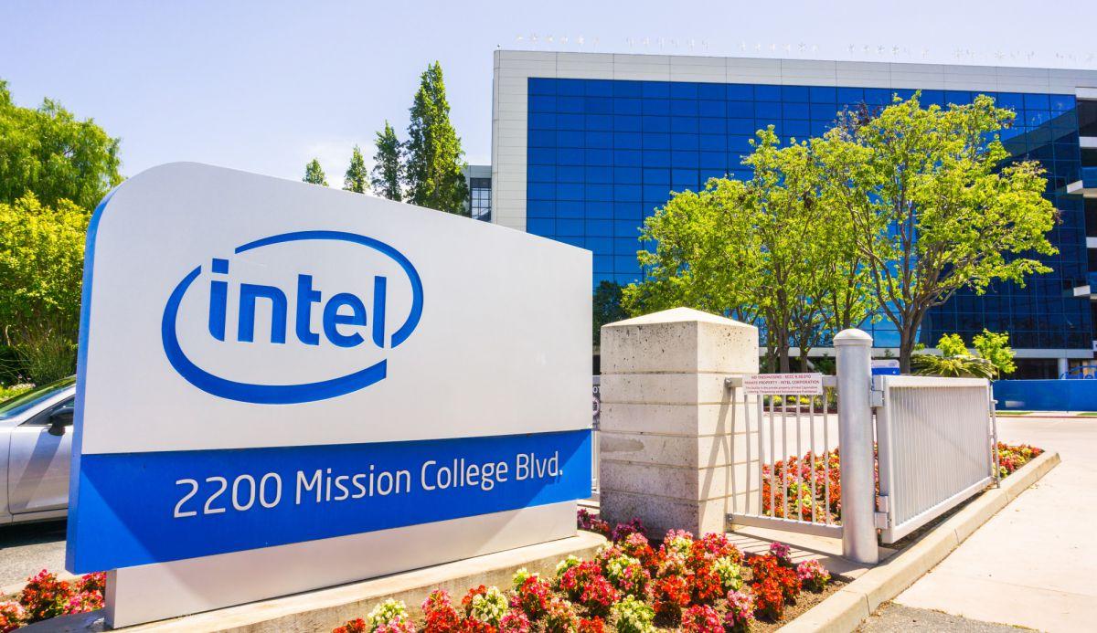 Intel tiết lộ chip AI đầu tiên