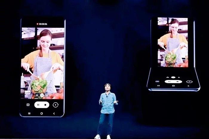 Samsung Galaxy Z Flip để khởi chạy trong bốn màu