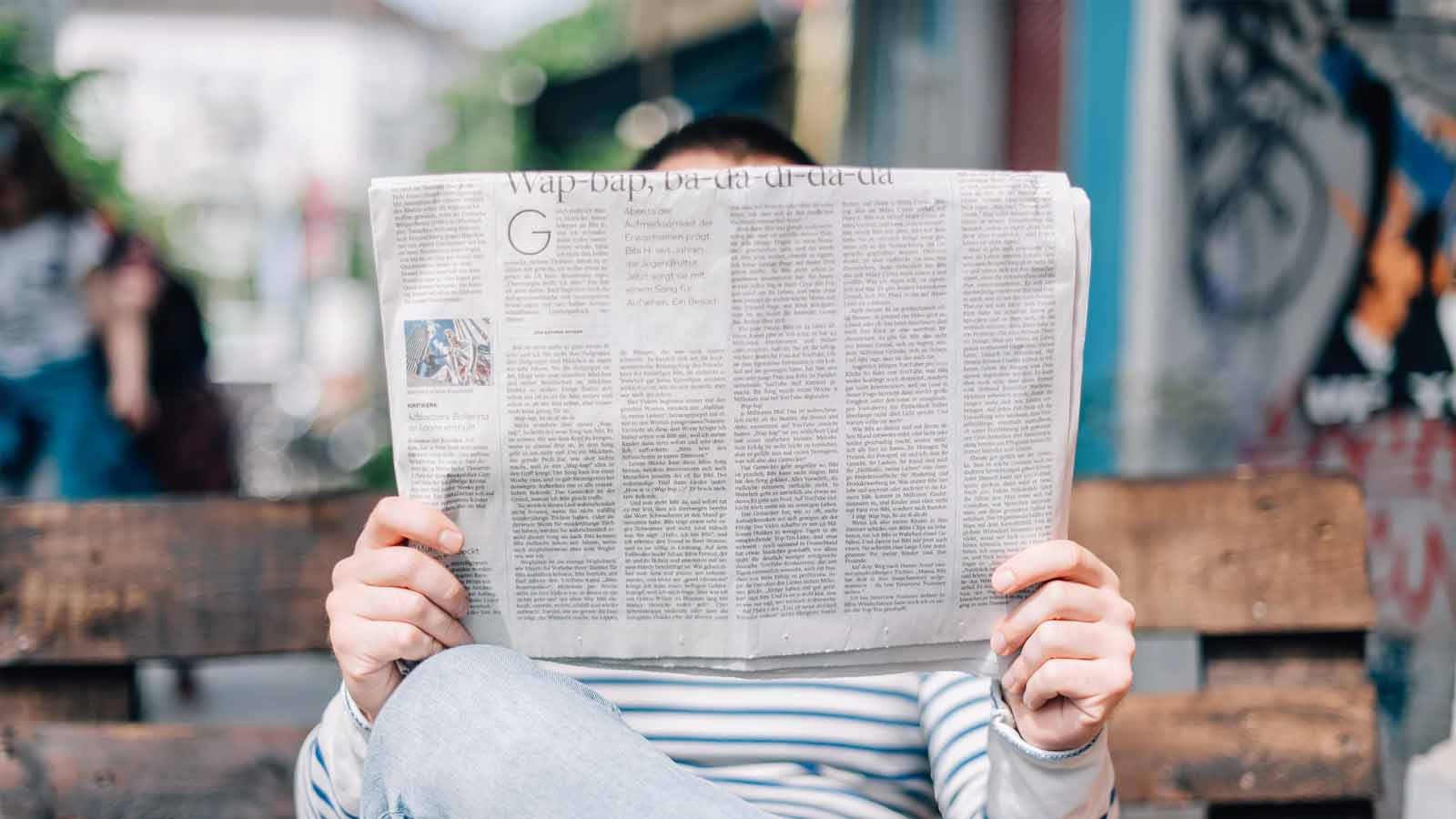 người đọc báo địa phương