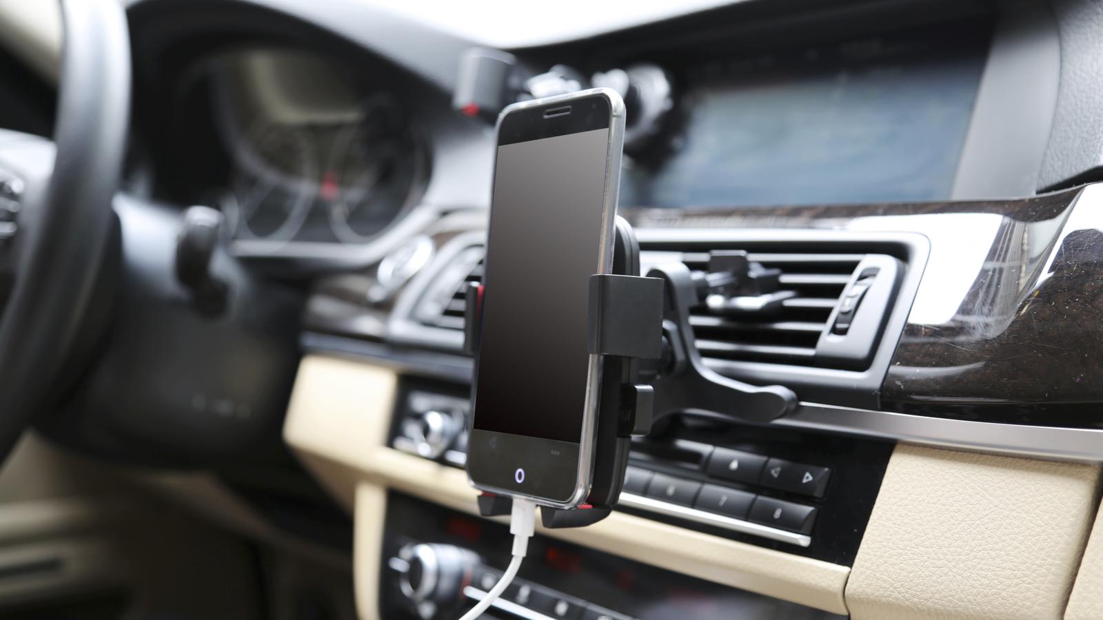 Giá đỡ đa năng cho điện thoại thông minh trên xe hơi