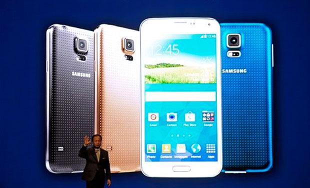 Giám đốc điều hành Samsung JK Shin giới thiệu Samsung mới Galaxy S5 tại Mobile World Congress, triển lãm thương mại điện thoại di động lớn nhất thế giới ở Barcelona, Tây Ban Nha.  (Ảnh: AP)