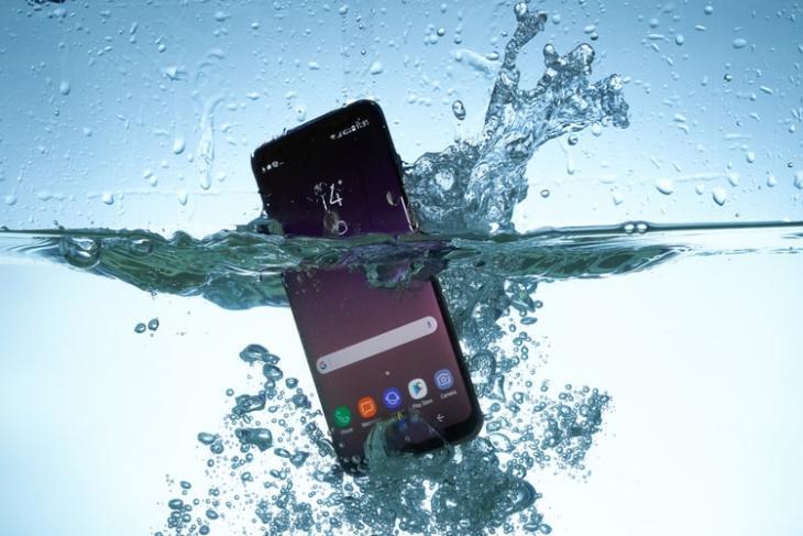 Ứng dụng này cho phép bạn kiểm tra khả năng chống nước của điện thoại